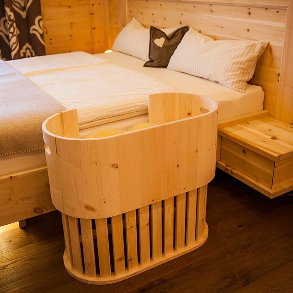 zirben babynest am elternbett m bel aus zirbenholz. Black Bedroom Furniture Sets. Home Design Ideas